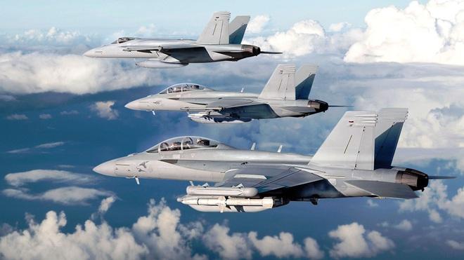 Cặp đôi F/A-18EF và EA-18G Mỹ tung cú knock-out hạ gục đối thủ ngay sân khách: CNQP EU choáng váng? - Ảnh 1.