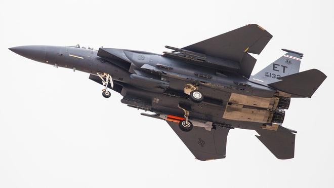 Cặp đôi F/A-18EF và EA-18G Mỹ tung cú knock-out hạ gục đối thủ ngay sân khách: CNQP EU choáng váng? - Ảnh 4.