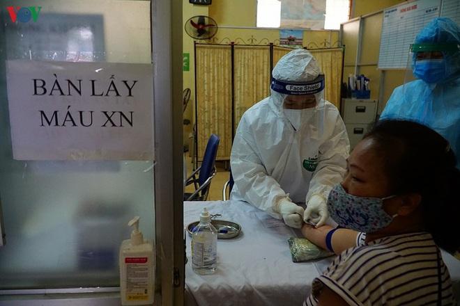 Thêm 5 bệnh nhân mắc COVID-19 khỏi bệnh, Việt Nam có 207 ca khỏi; Tròn 4 ngày Việt Nam không ghi nhận ca mắc mới; Ngày đêm túc trực cứu phi công người Anh - Ảnh 1.