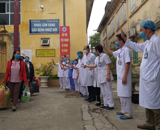 Bộ Y tế nêu nguyên nhân BN 188 có xét nghiệm SARS-CoV-2 trái ngược; Việt Nam có 207 ca khỏi, tròn 4 ngày không ghi nhận ca mắc mới - Ảnh 2.