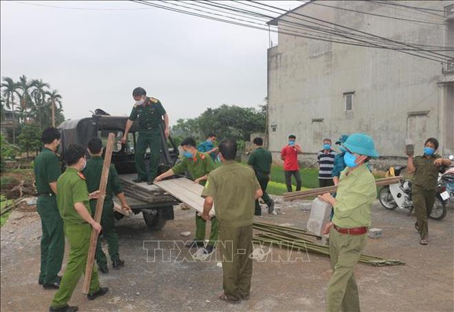 Dỡ bỏ cách ly một thôn ở tỉnh Hà Nam; PGS.TS Trần Đắc Phu: Không thể khẳng định sự lây lan trong cộng đồng đã hết hay chưa - Ảnh 1.