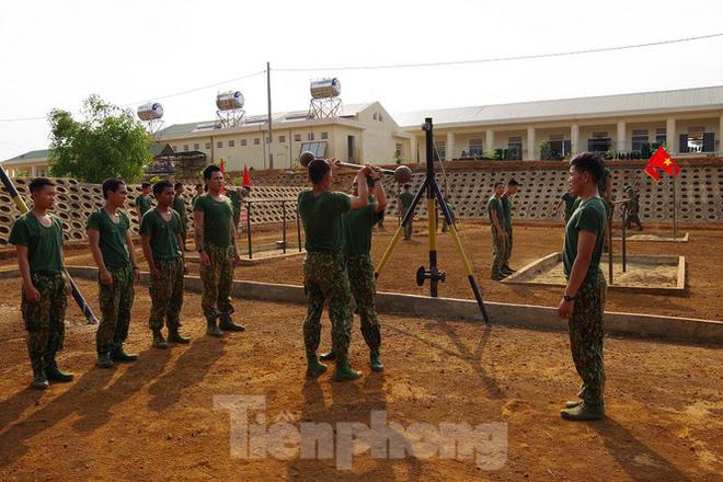 Xem tân binh tập luyện dưới nắng nóng 40 độ C  - Ảnh 4.