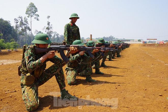 Xem tân binh tập luyện dưới nắng nóng 40 độ C  - Ảnh 6.