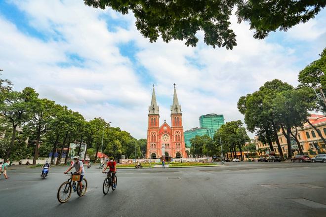 Hà Nội, TP.HCM cùng xuống nhóm nguy cơ, từ 0h ngày 23/4 được kinh doanh một số mặt hàng - Ảnh 1.