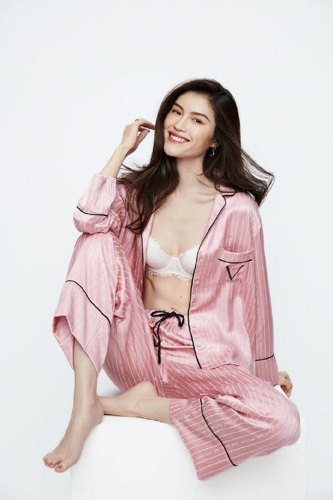 Thiên thần Victorias Secret gốc Trung diện nội y khoe hình thể bốc lửa - Ảnh 5.