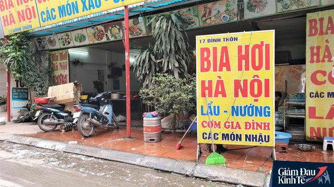 Nới lỏng cách ly xã hội, hàng quán Hà Nội nhộn nhịp dọn dẹp chờ tái xuất - Ảnh 8.