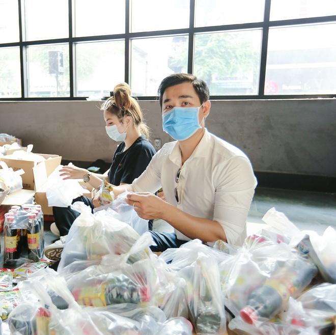 MC Nguyên Khang kêu gọi được hơn 11 tấn gạo giúp đỡ người nghèo - Ảnh 4.