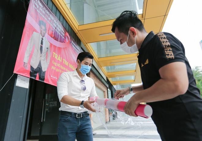 MC Nguyên Khang kêu gọi được hơn 11 tấn gạo giúp đỡ người nghèo - Ảnh 7.