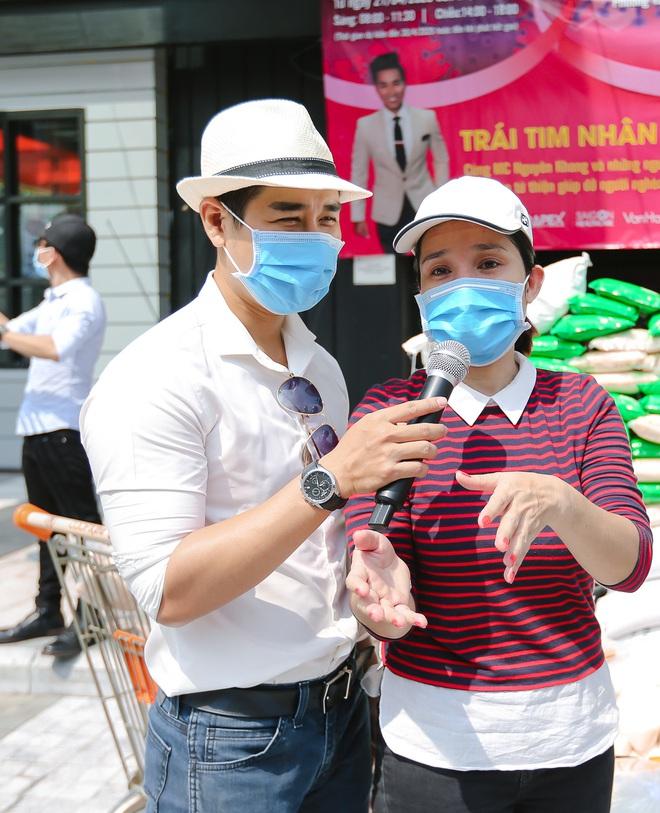 MC Nguyên Khang kêu gọi được hơn 11 tấn gạo giúp đỡ người nghèo - Ảnh 5.