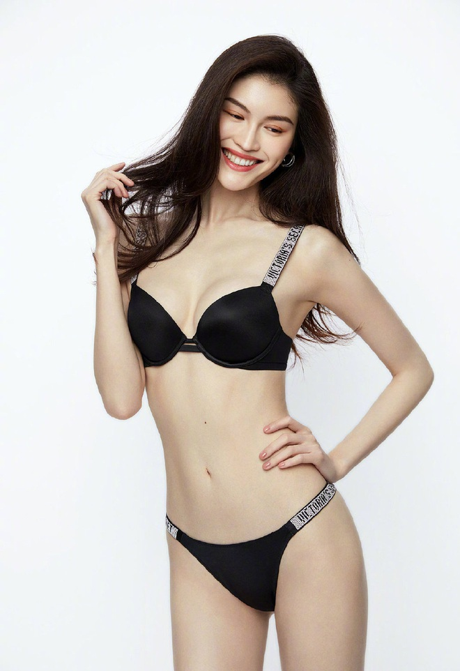 Thiên thần Victorias Secret gốc Trung diện nội y khoe hình thể bốc lửa - Ảnh 2.