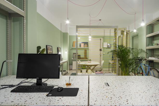 Không gian nổi bật nhất của cả văn phòng là... nhà vệ sinh - Ảnh 2.