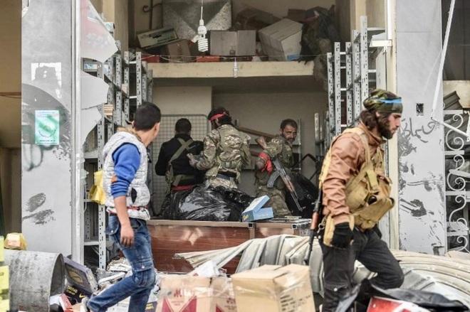 Giữa 2 làn đạn, quân cảnh Nga dập tắt xung đột ở Syria, chớp thời cơ Thổ tính đè bẹp người Kurd? - Ảnh 1.