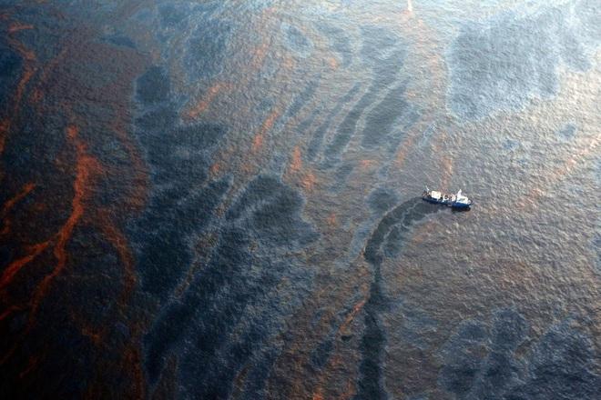 Thảm kịch tràn dầu tàn khốc nhất lịch sử Mỹ: Hàng chục tỷ USD cũng không khâu nổi vết thương của biển - Ảnh 2.