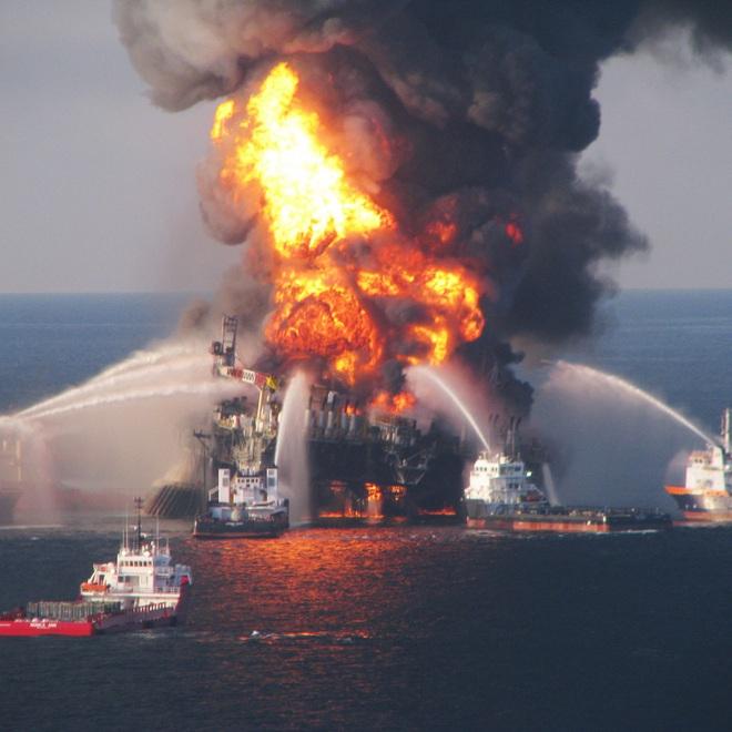 Thảm kịch tràn dầu tàn khốc nhất lịch sử Mỹ: Hàng chục tỷ USD cũng không khâu nổi vết thương của biển - Ảnh 1.