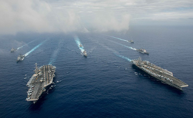 Hải quân Iran bao vây, uy hiếp nhóm tàu cực mạnh của Mỹ, đạn đã lên nòng, căng thẳng tột độ - Ảnh 4.