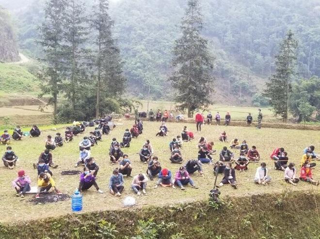 Dịch Covid-19 ngày 22/4: Hà Giang phong tỏa toàn bộ thị trấn Đồng Văn; Hà Nội vẫn thuộc nhóm nguy cơ cao, đề xuất cách ly xã hội thêm 1 tuần - Ảnh 1.