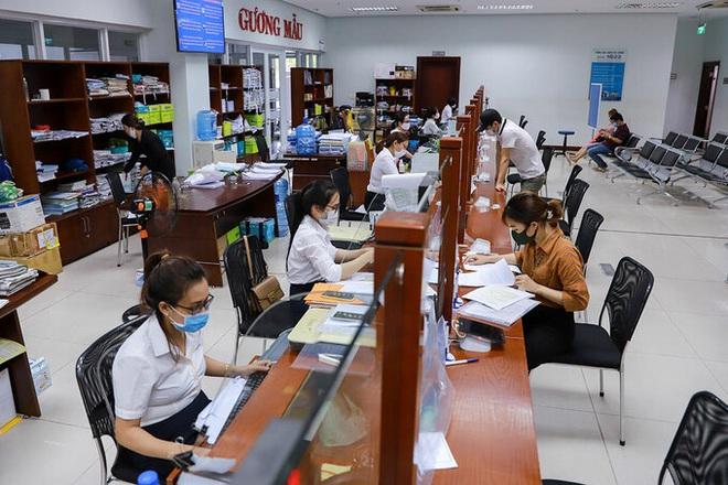 Dịch Covid-19 ngày 22/4: Hà Nội vẫn thuộc nhóm nguy cơ cao, đề xuất cách ly xã hội thêm 1 tuần; Hà Giang phong tỏa toàn bộ thị trấn Đồng Văn - Ảnh 2.