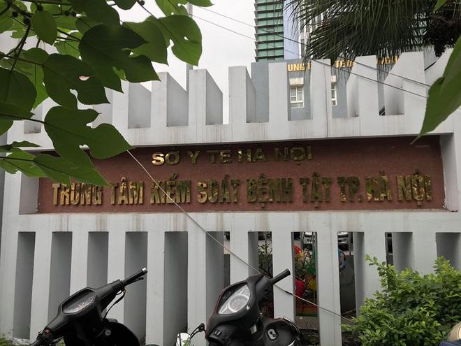 NÓNG: Khởi tố Giám đốc Trung tâm CDC Hà Nội Nguyễn Nhật Cảm và 7 đồng phạm - Ảnh 1.