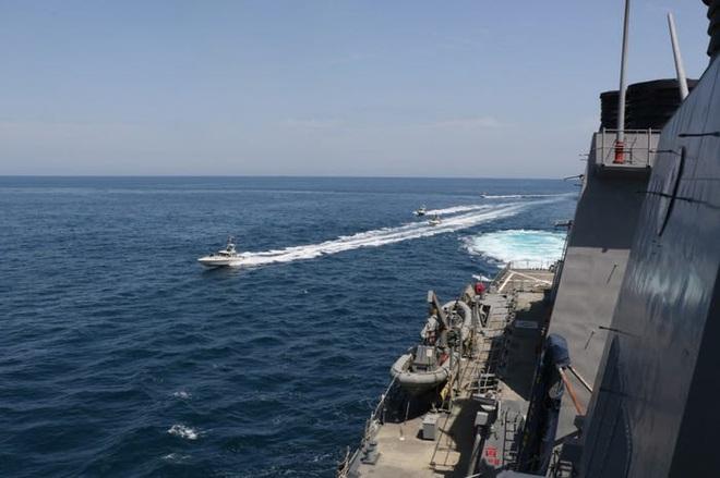 Nổ súng tiêu diệt tàu Iran: Điều dị thường trong tuyên bố của TT Trump khiến Lầu Năm Góc ngỡ ngàng khi đọc lệnh - Ảnh 1.