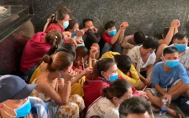 Sới bạc trong căn nhà không số để bảng dọa chặt cụt tay nếu con bạc chơi bịp ở Sài Gòn