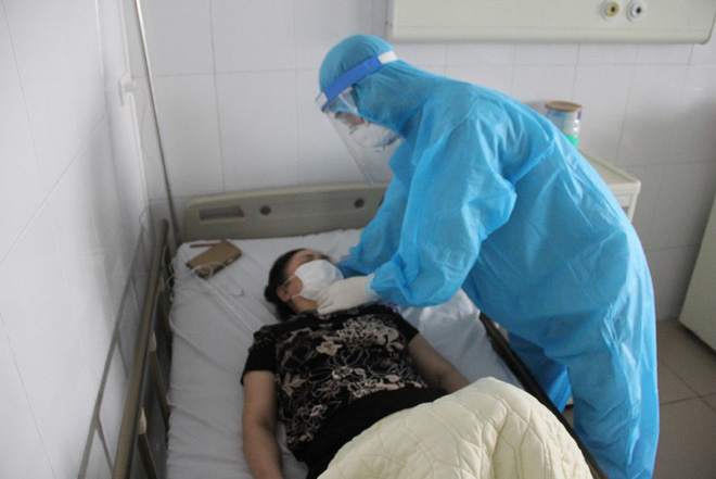 Bệnh nhân Covid-19 khỏi bệnh là phần thưởng lớn cho người thầy thuốc - Ảnh 1.