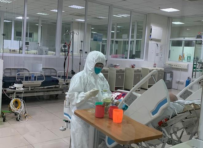 Bệnh nhân Covid-19 khỏi bệnh là phần thưởng lớn cho người thầy thuốc - Ảnh 2.