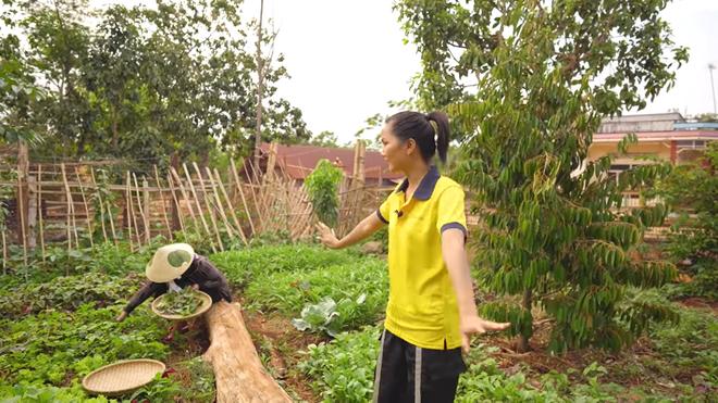 H'Hen Niê mở lòng về cuộc sống ở quê, tiết lộ chuyện chia thu nhập làm ba khoản - Ảnh 3.