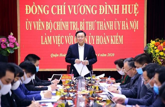 Bí thư Thành ủy Hà Nội: Nới lỏng giãn cách xã hội nhưng tuyệt đối không được lơi lỏng - Ảnh 1.