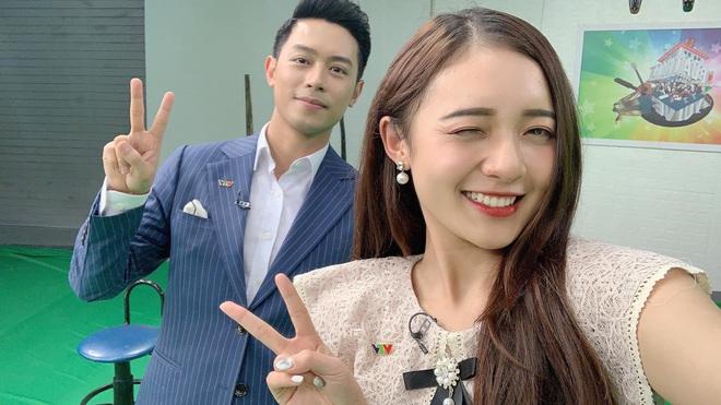 Hình ảnh ngoài đời dễ thương của nữ MC trẻ tuổi nhất VTV, chỉ cao 1m50 nhưng vẫn xinh xắn không thua hoa hậu - Ảnh 14.