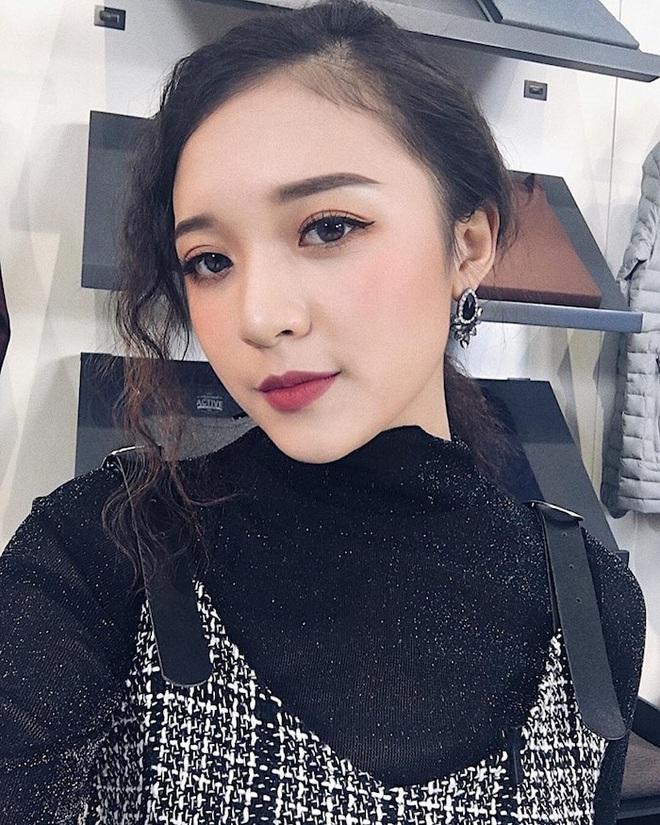 Hình ảnh ngoài đời dễ thương của nữ MC trẻ tuổi nhất VTV, chỉ cao 1m50 nhưng vẫn xinh xắn không thua hoa hậu - Ảnh 18.