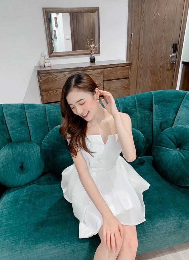 Hình ảnh ngoài đời dễ thương của nữ MC trẻ tuổi nhất VTV, chỉ cao 1m50 nhưng vẫn xinh xắn không thua hoa hậu - Ảnh 21.