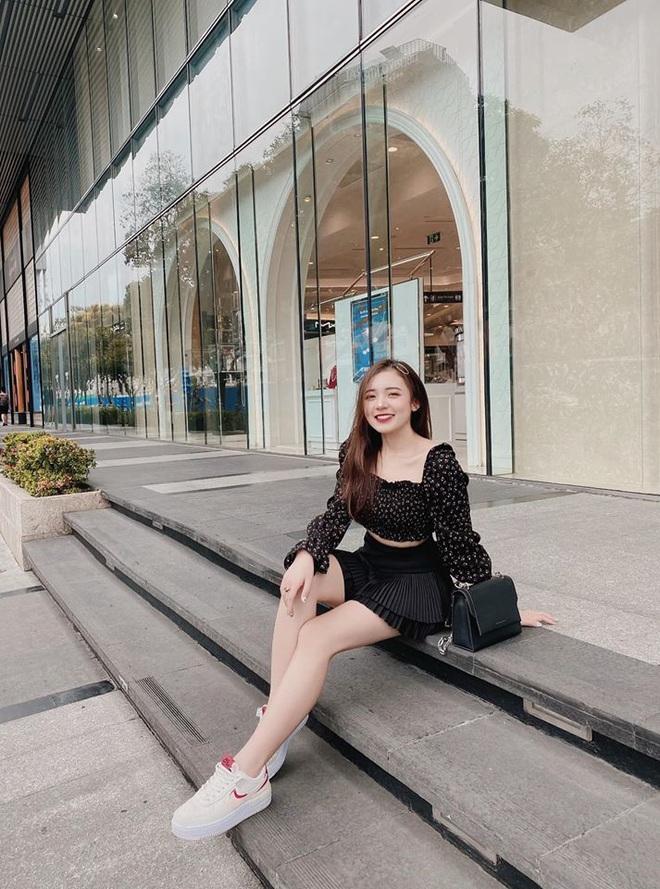 Hình ảnh ngoài đời dễ thương của nữ MC trẻ tuổi nhất VTV, chỉ cao 1m50 nhưng vẫn xinh xắn không thua hoa hậu - Ảnh 25.