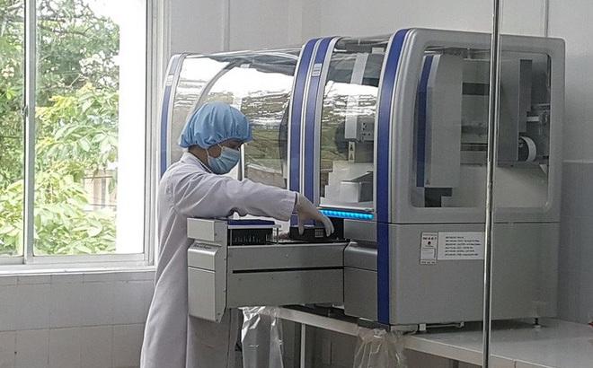 Nhà cung cấp máy xét nghiệm Covid-19 cho Quảng Nam giảm giá từ 7,2 tỉ đồng xuống còn hơn 4,8 tỉ