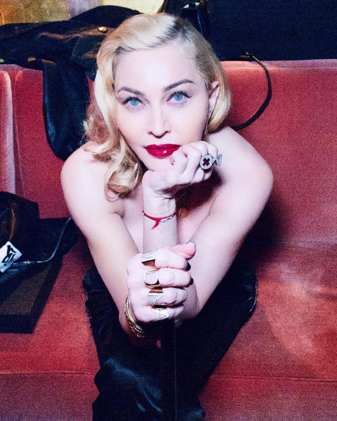 Nhan sắc Madonna ở tuổi 62 và chuyện tình với phi công kém 36 tuổi - Ảnh 15.