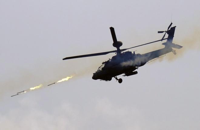Trực thăng Apache và máy bay AC-130 Mỹ sẽ liên thủ tiêu diệt tàu chiến cao tốc Iran? - Ảnh 1.