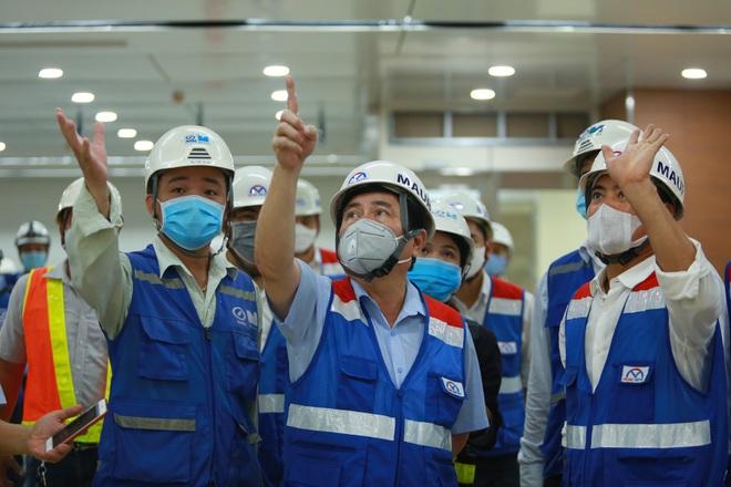 Chủ tịch UBND TP.HCM thị sát ga ngầm Metro gửi lời cảm ơn tới các kĩ sư Nhật Bản - Ảnh 6.