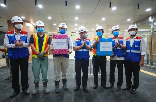 Chủ tịch UBND TP.HCM thị sát ga ngầm Metro gửi lời cảm ơn tới các kĩ sư Nhật Bản - Ảnh 11.