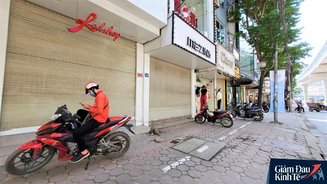 Phố thời trang Hà Nội rợp biển giảm giá sốc 80%, hàng công nghệ rậm rịch hạ nhiệt - Ảnh 8.
