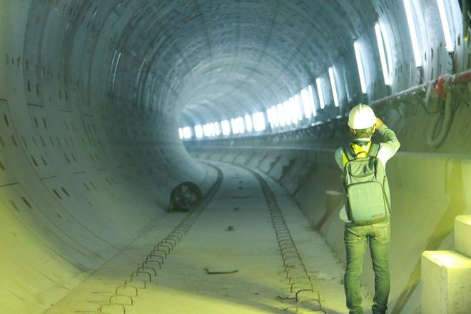 Chủ tịch UBND TP.HCM thị sát ga ngầm Metro gửi lời cảm ơn tới các kĩ sư Nhật Bản - Ảnh 9.