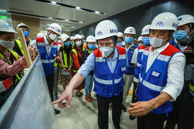 Chủ tịch UBND TP.HCM thị sát ga ngầm Metro gửi lời cảm ơn tới các kĩ sư Nhật Bản - Ảnh 4.