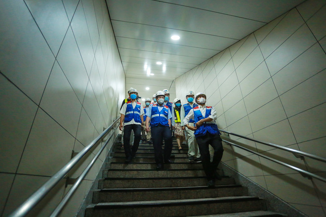 Chủ tịch UBND TP.HCM thị sát ga ngầm Metro gửi lời cảm ơn tới các kĩ sư Nhật Bản - Ảnh 2.