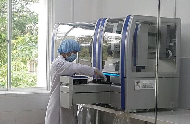 Mua máy xét nghiệm COVID-19: Nơi 1,45 tỉ đồng, nơi 7,23 tỉ đồng;Việt Nam 11 ngày không ghi nhận ca nhiễm mới trong cộng đồng - Ảnh 1.