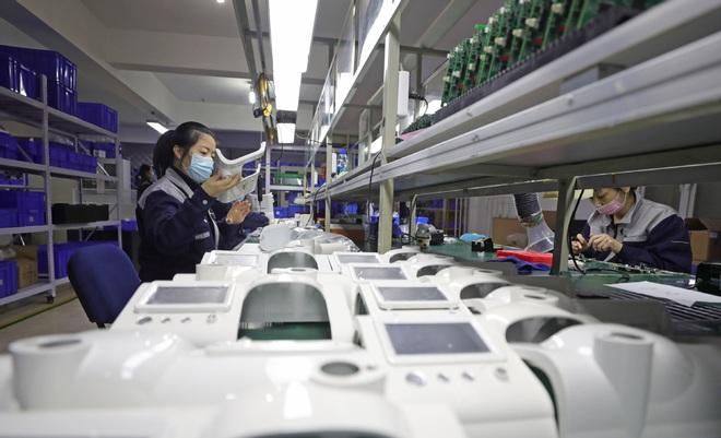 Cận cảnh ma trận những cỗ máy in tiền: Khi dịch COVID-19 biến Trung Quốc thành miền Tây hoang dã - Ảnh 3.