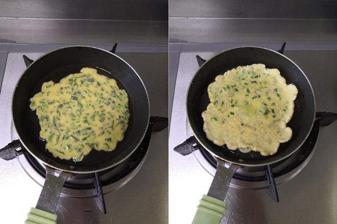10 phút làm bánh trứng chiên ăn sáng ngon hết nấc - Ảnh 3.