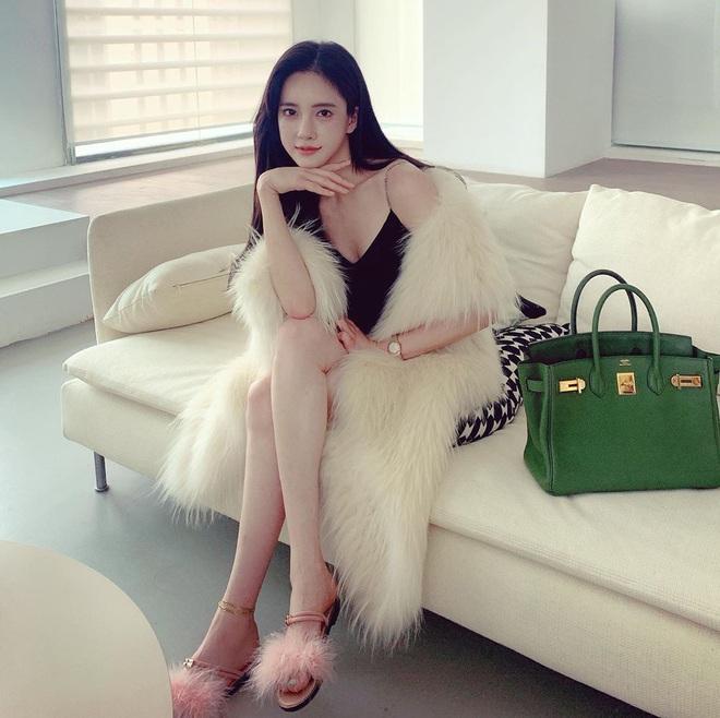 Nữ người mẫu bị bạo hành gây xôn xao: Quá gợi cảm, chi 800.000 USD để giống Angelababy - Ảnh 10.
