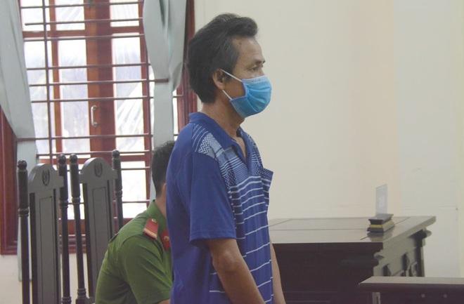 Đấm vào mặt cảnh sát sau khi bị nhắc đeo khẩu trang, người đàn ông U50 bị phạt 9 tháng tù - Ảnh 1.
