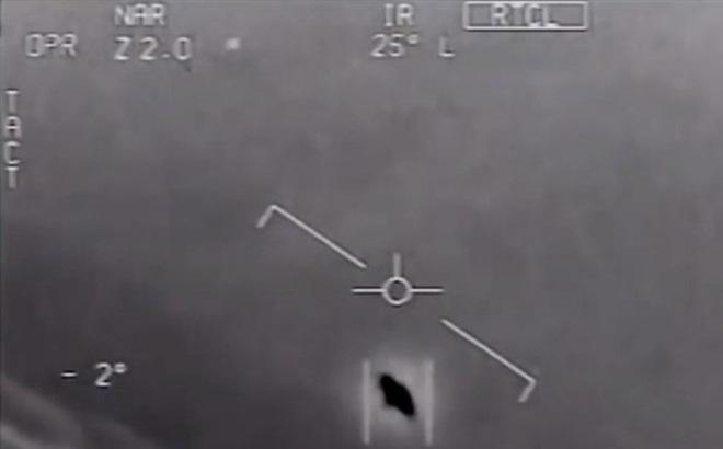 Lầu Năm Góc công bố 3 đoạn video về UFO
