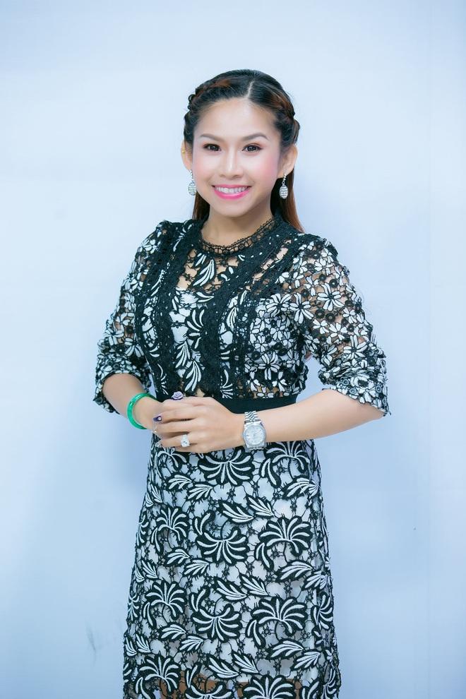 Nghệ sĩ Bình Tinh: Tôi livestream 2 lần 1 tuần, chủ yếu để khán giả không quên mặt mình - Ảnh 2.