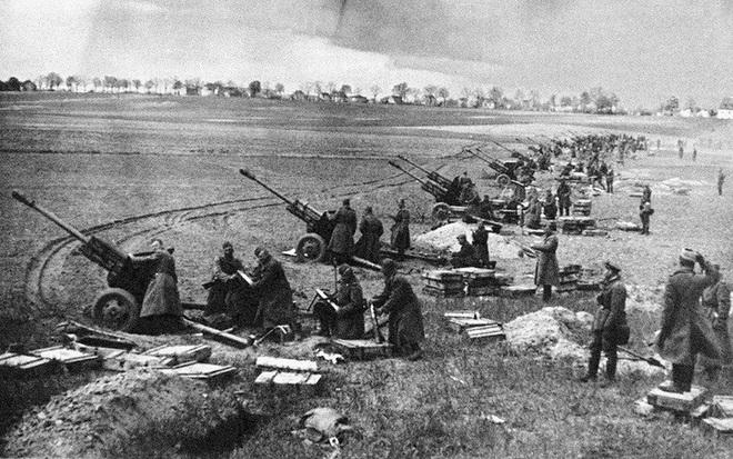 Vì sao Hồng quân Liên Xô đơn độc đánh chiếm Berlin của Đức Quốc xã? - Ảnh 1.