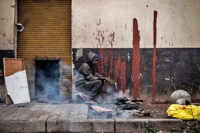 24h qua ảnh: Gõ trống đánh thức người dân dậy ăn sáng - Ảnh 7.